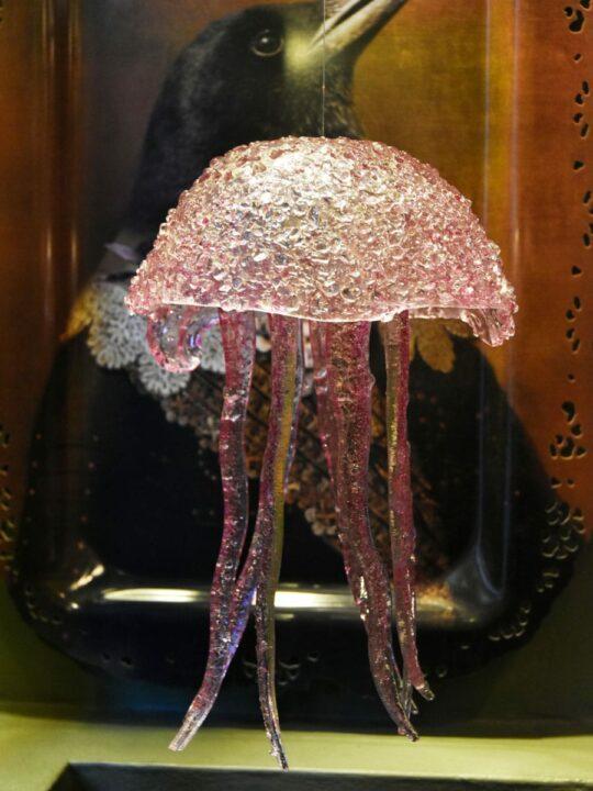 medusa de cristal rosa